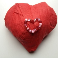 Easy DIY: Heart-shaped Surprise Ball